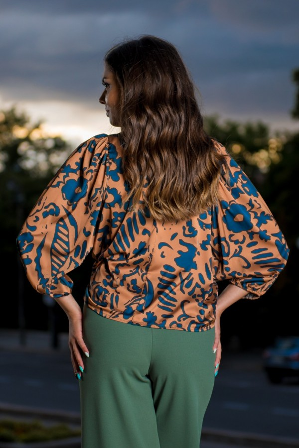 Елегантна дамска сатенена блуза в ръждиво кафяво