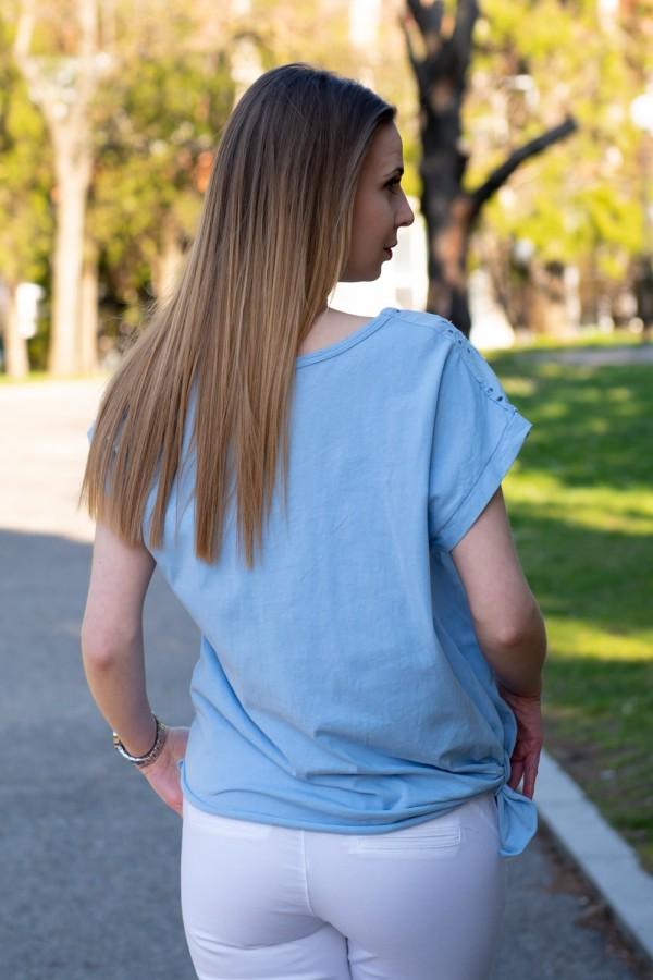 Спортна дамска блуза в син деним с бродерия и сърца