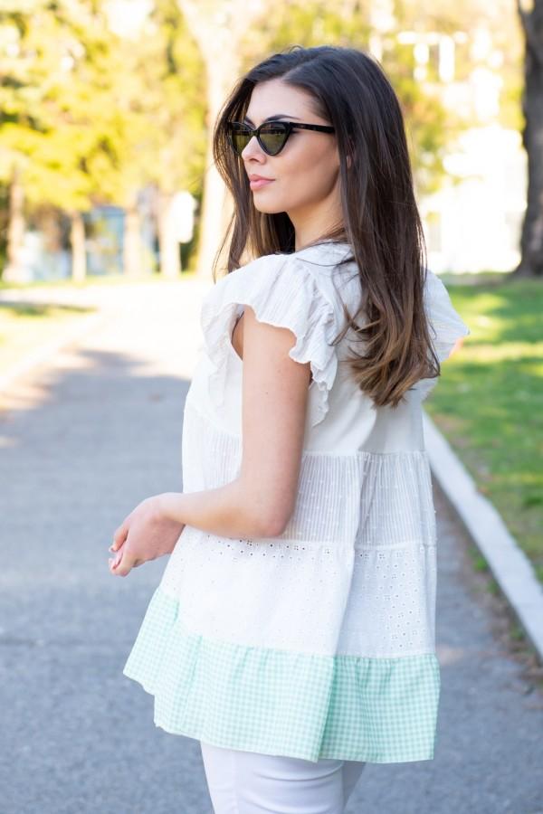 Дамска блуза с харбали на ръкава в бяло