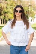 Дамска спортна блуза в бяло с бродерия