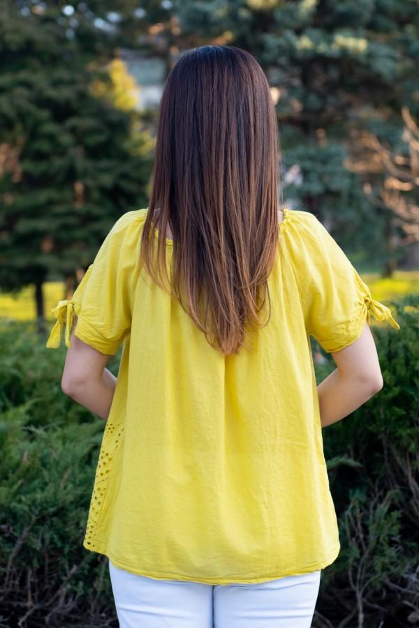 Дамска памучна блуза с рязана бродерия в жълто
