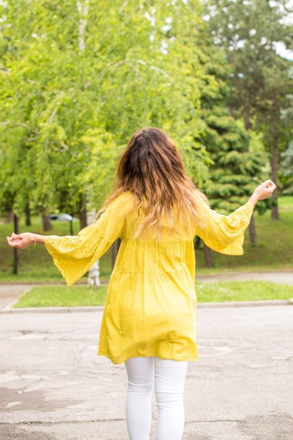 Дамска жълта туника с рязана бродерия
