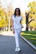 Памучна дамска бяла блуза с маргаритки
