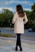 Дамско вталено палто с колан в цвят екрю