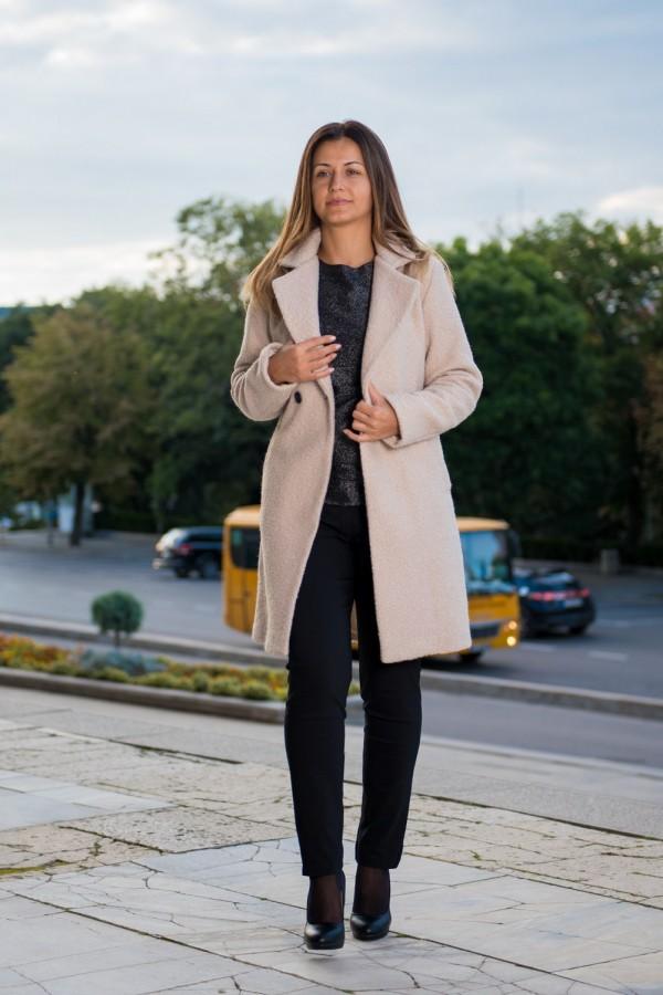 Дамско палто с ревер в цвят екрю