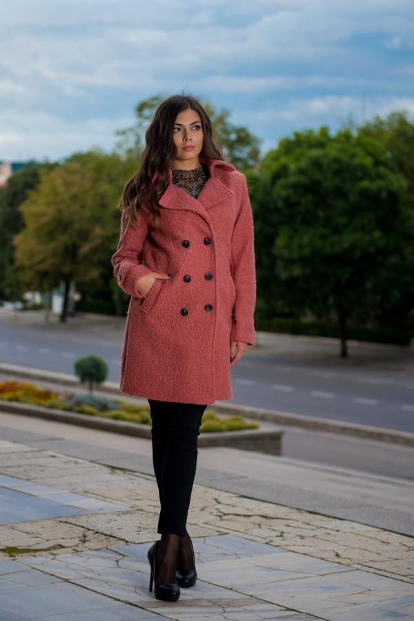 Дамско палто в матиран розов цвят
