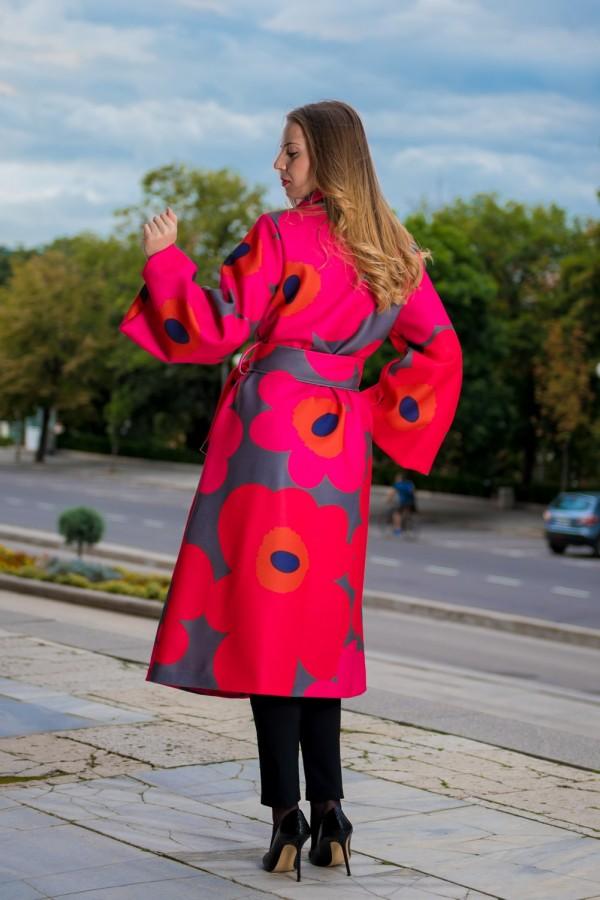 Бутиково дълго дамско палто с колан в цикламен цвят