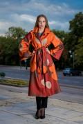 Модерно дамско палто в красив есенен десен