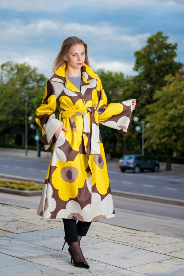 Дълго дамско палто тип кимоно с жълто цвете