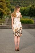 Стилна дамска рокля в бяло с красив принт