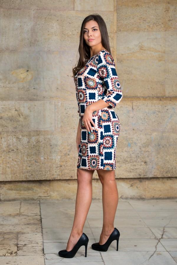 Дамска рокля от лека материя на цветни квадрати