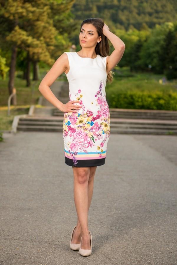 Елегантна дамска рокля с красив принт на цветя