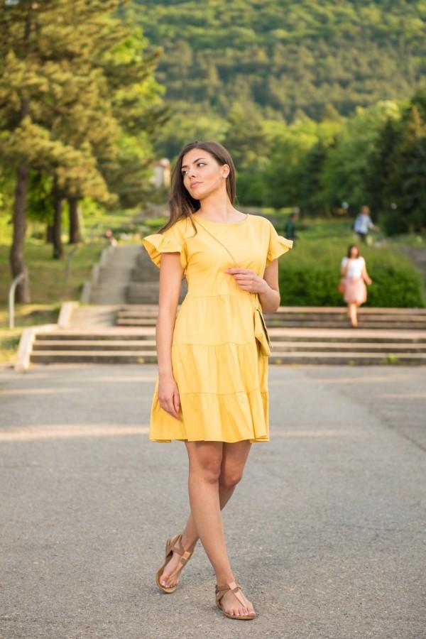 Дамска къса рокля в жълт цвят с аксесоар чанта