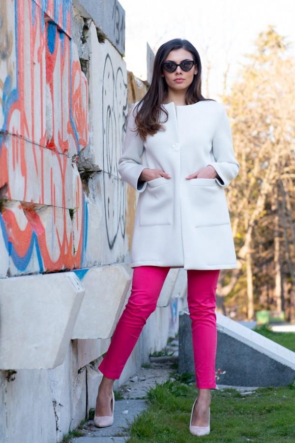 Бутиков дамски блейзър тип шанел в снежно бяло