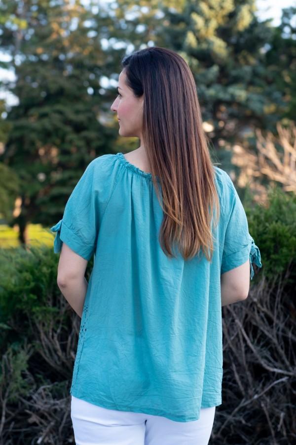 Дамска блуза от рязана бродерия с паднало рамо