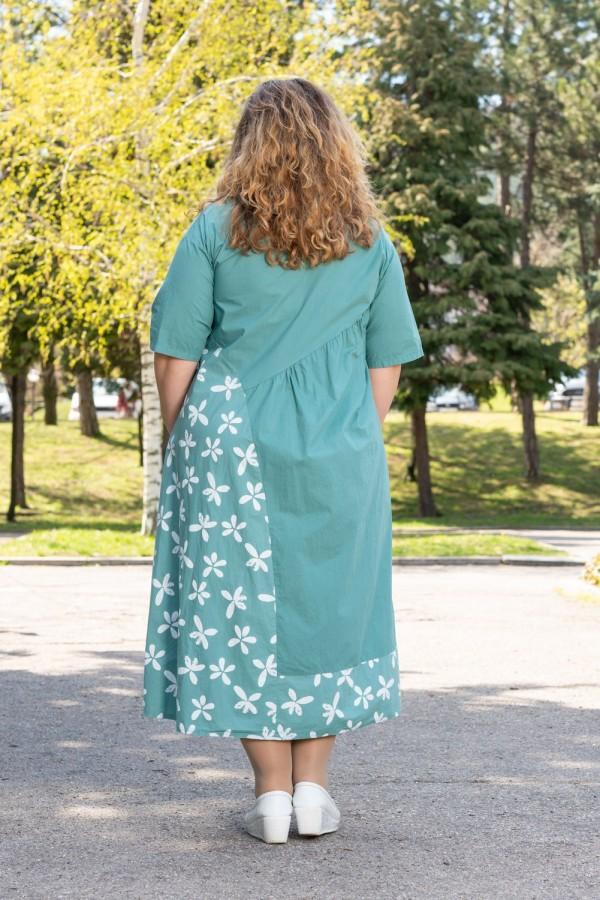 Макси рокля в пастелен цвят с яка и копчета