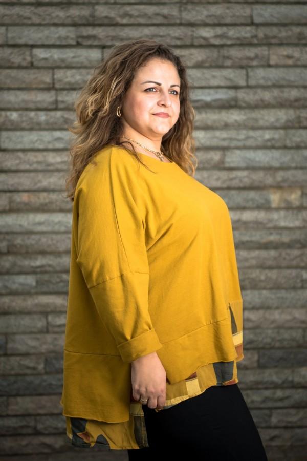 Макси блуза от плътно трико в охра