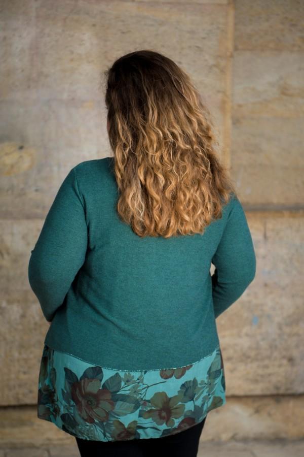 Макси блуза от фино плетиво с издължена част в зелено