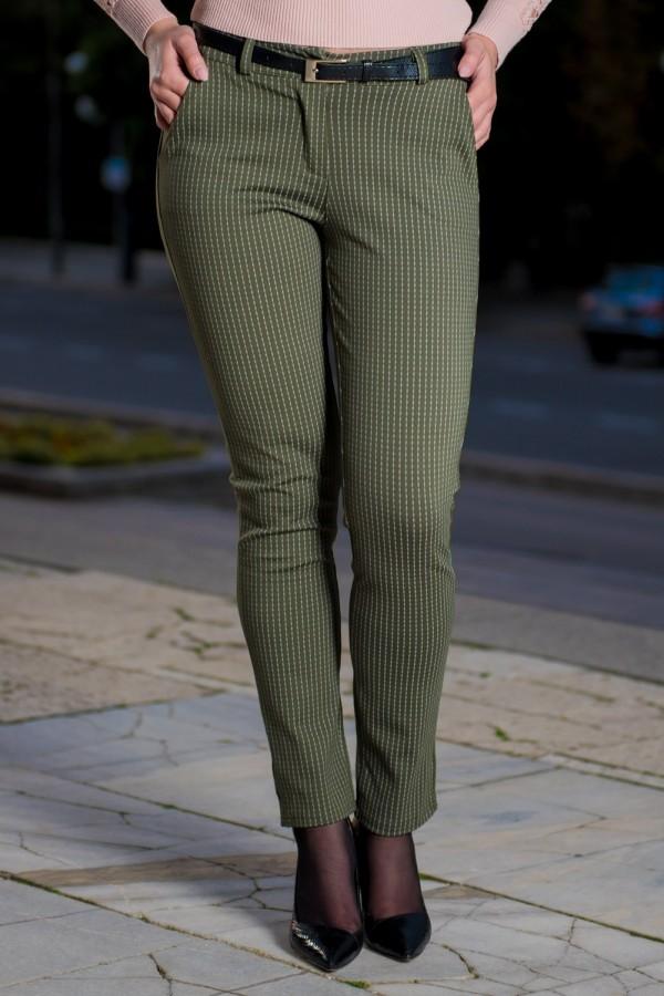 Дамски спортен панталон на ситно райе в зелено