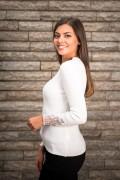 Фино плетен дамски пуловер с нежни камъчета и тюл