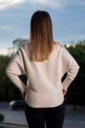 Бял дамски пуловер с реглан ръкав и нежен тюл