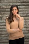 Дамски пуловер с тюл и красиви камъчета