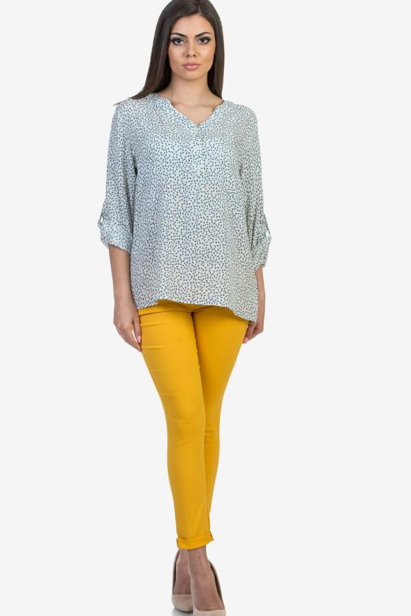 Дамска блуза в бял цвят на цветенца