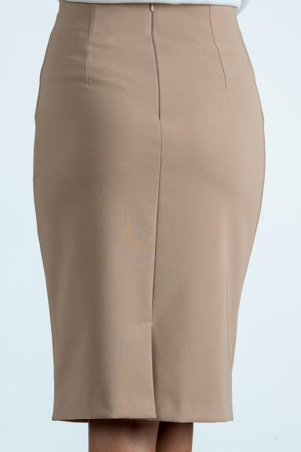 Елегантна пола в бежов цвят
