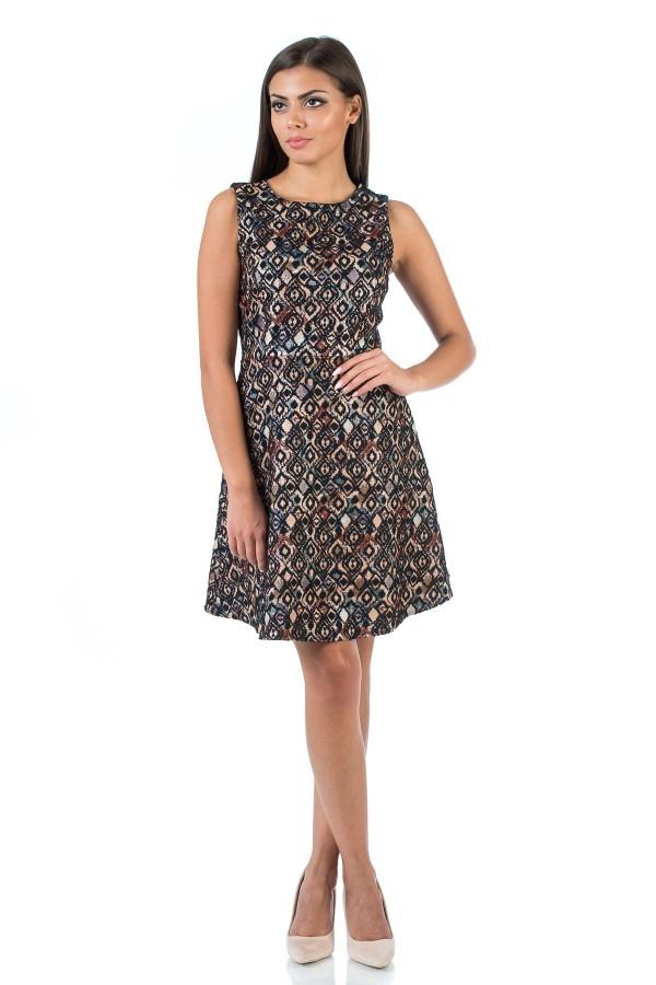Дамска рокля с флорални елементи