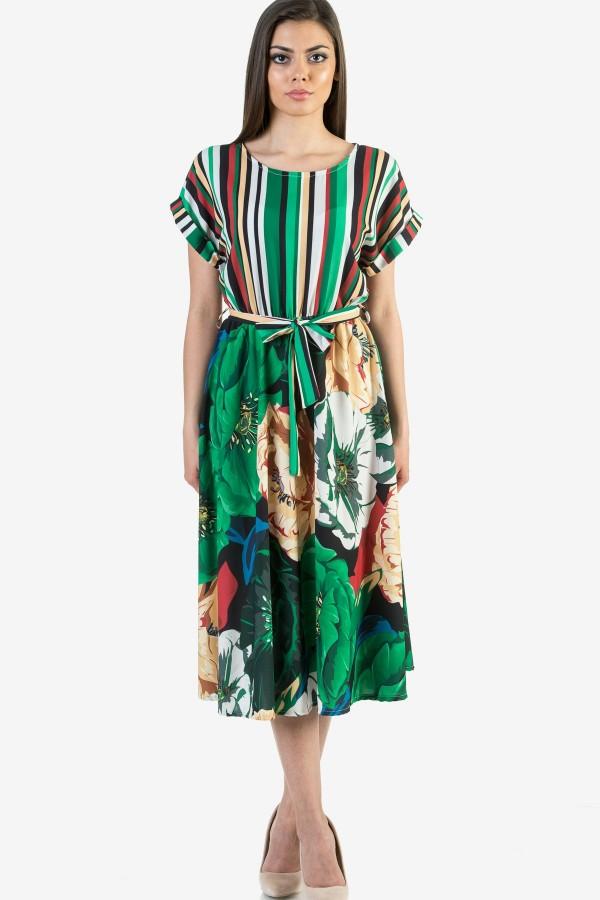 Дамска рокля в зелен цвят на цветя и райе