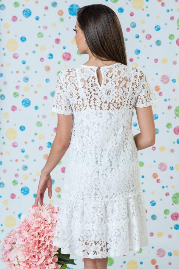 Дантелена дамска рокля в бял цвят