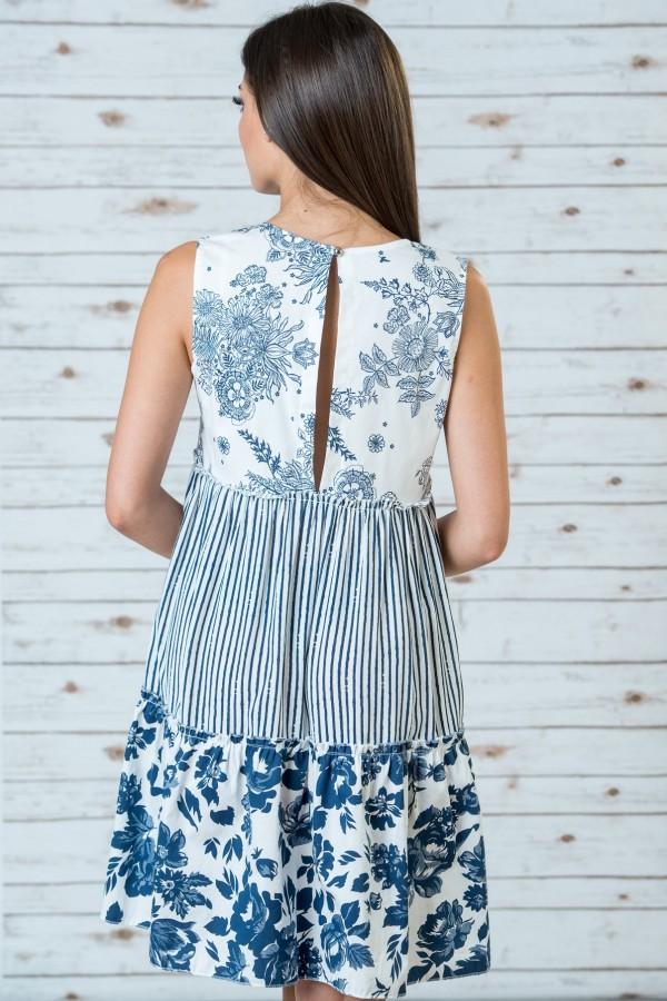 Дамска рокля в бял цвят на цветя
