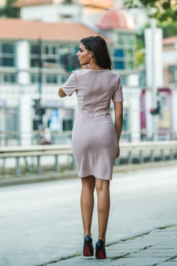 Елегантна рокля в цвят пудра