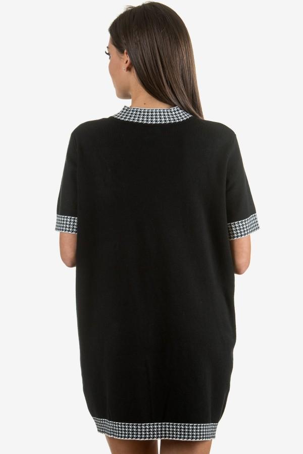 Дамска черна рокля с брошка