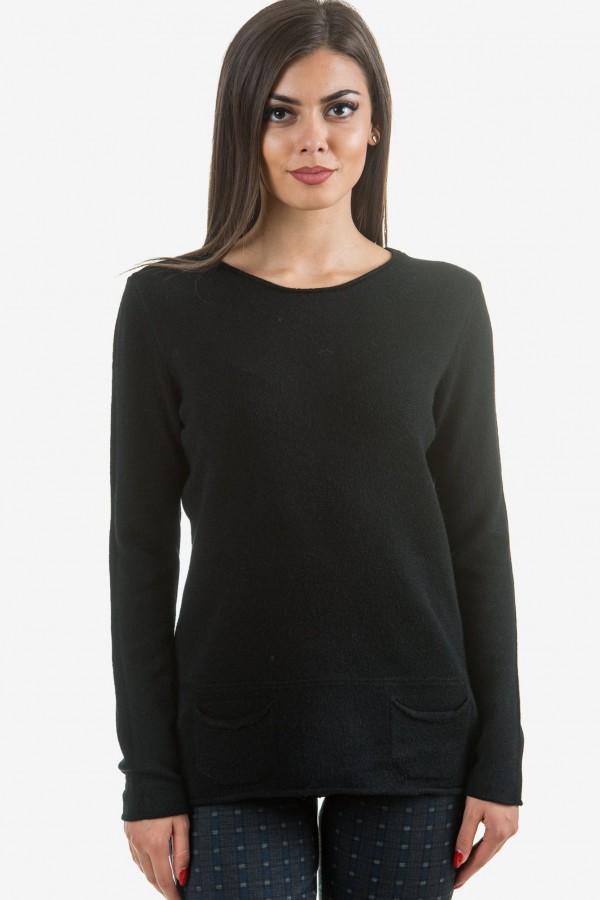 Пуловер от меко плетиво в черно