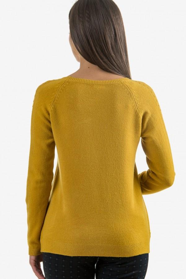 Мек пуловер в жълт цвят