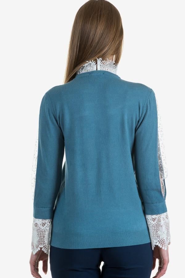 Дамски пуловер с дантела в син цвят