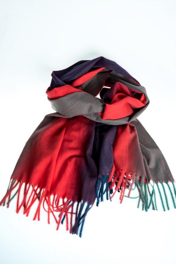 Кашмирен шал в преливащи цветове