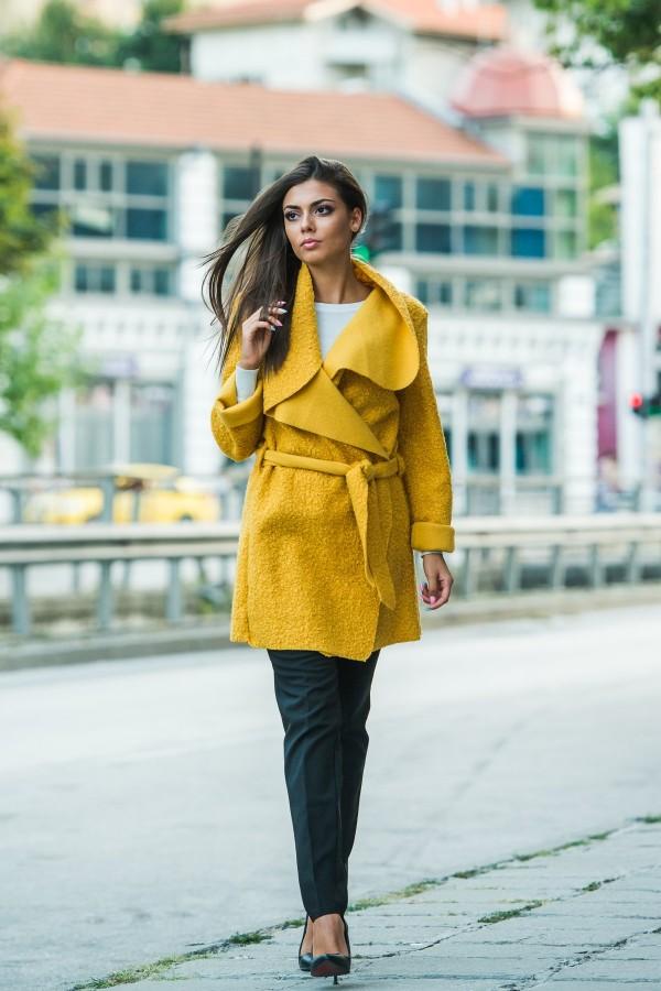 Дамско манто с колан в цвят охра