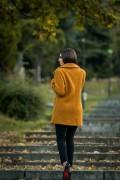 Дамско палто в цвят охра