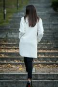 Дамско палто от букле в бял цвят