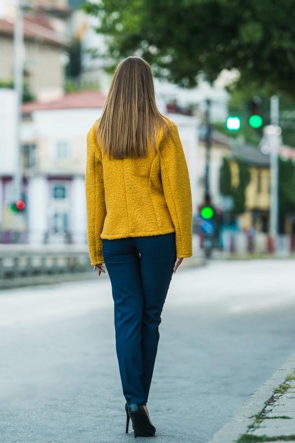 Елегантно палто в цвят охра