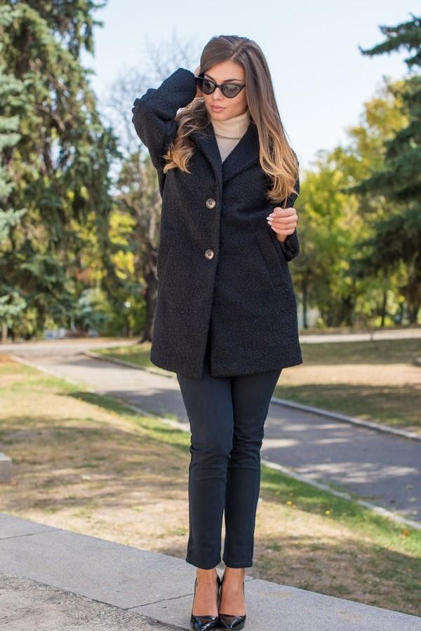 Стилно дамско палто в черен цвят с ревер