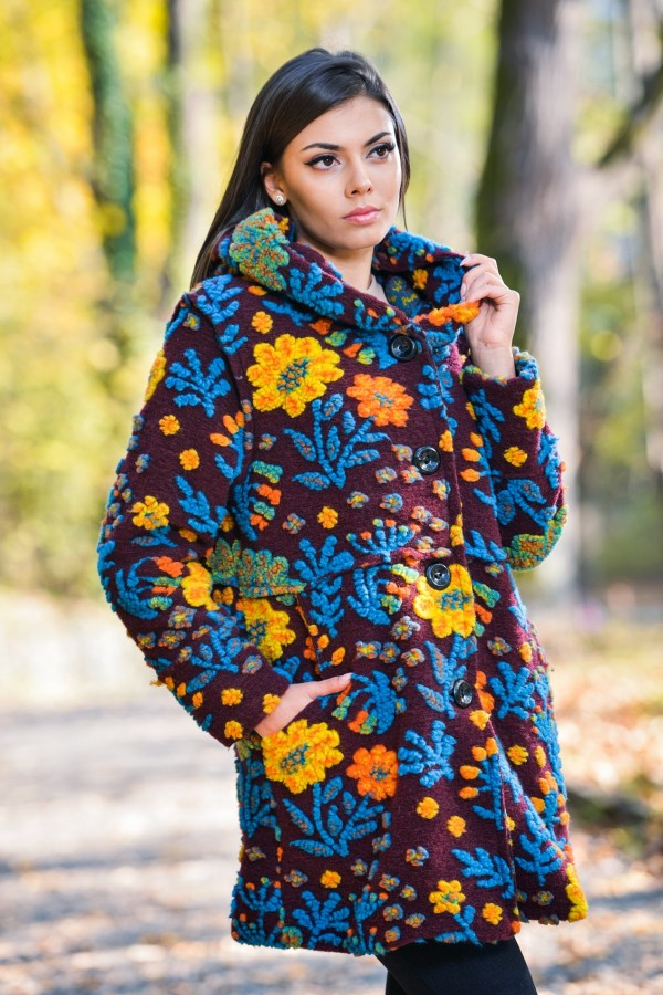 Бутиково многоцветно дамско палто с подплата на цветя