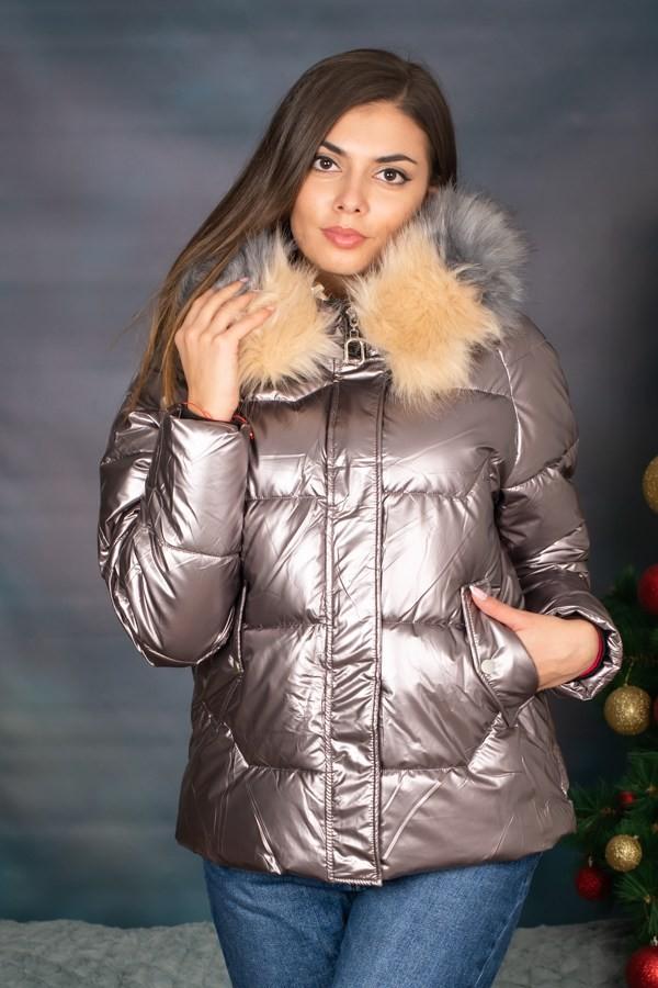 Зимно късо дамско яке в цвят бронз с пух на качулката