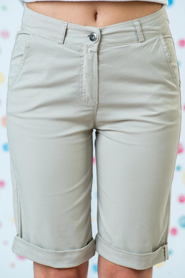 Къси памучни панталони в бежов цвят