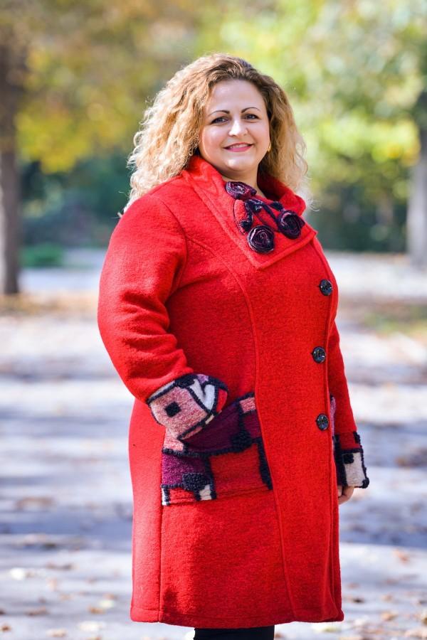 Макси дамско вълнено палто в червен цвят