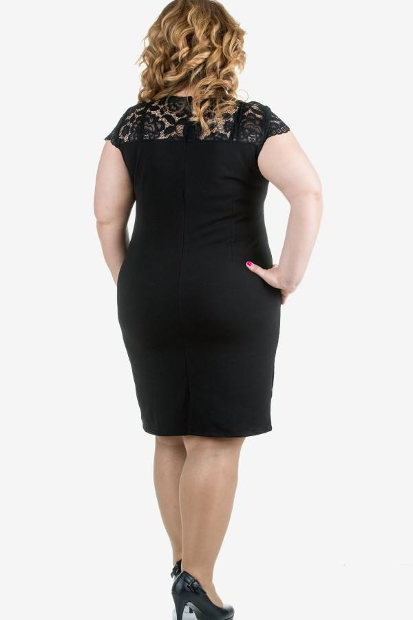 Елегантна дантелена рокля в черно