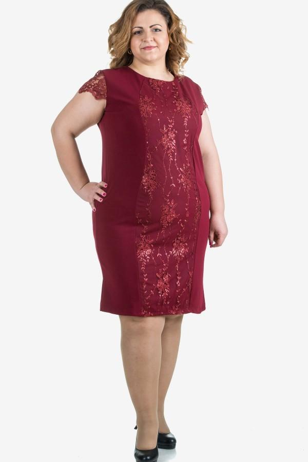 Елегантна рокля с бродерия в бордо
