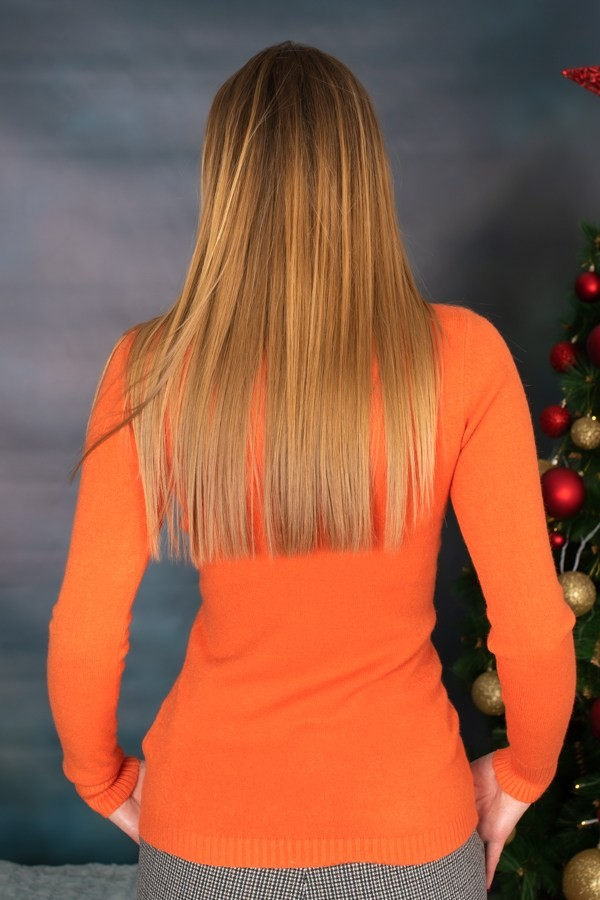 Оранжев изчистен дамски пуловер от мeка материя